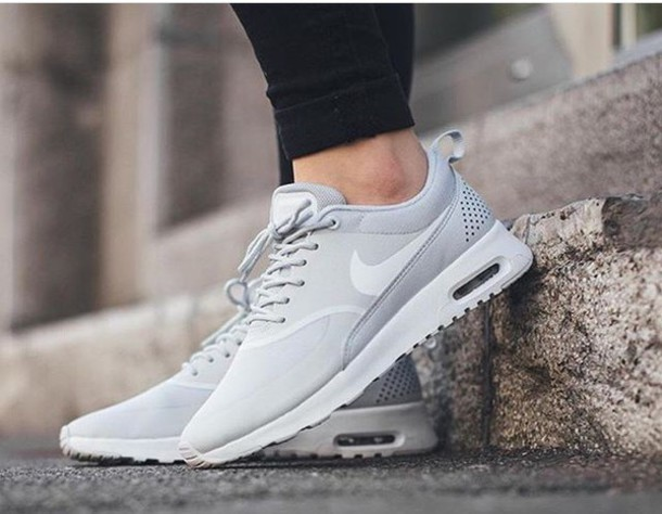 dettagliare comprare on line ultime versioni White Nike Shoes : NIKE | Men & Women & Kids Sneakers Online Sale ...